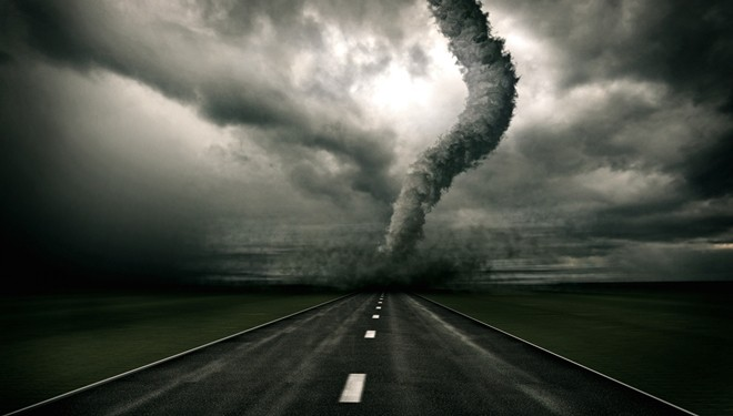 Cómo actuar  ante una tormenta de verano al volante