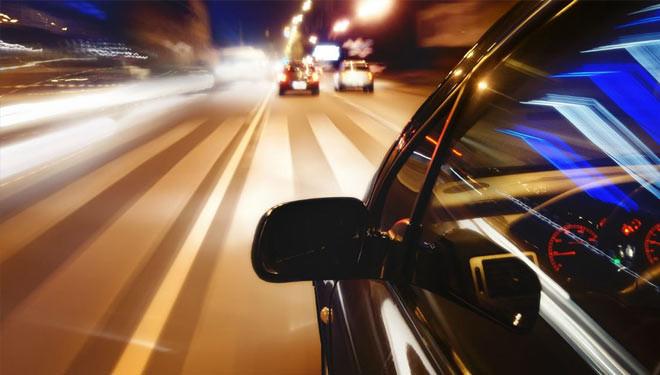 Conducir de noche de forma segura en diez consejos