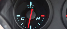 ¿Sabes cuál es la función del sensor de temperatura del refrigerante del motor?