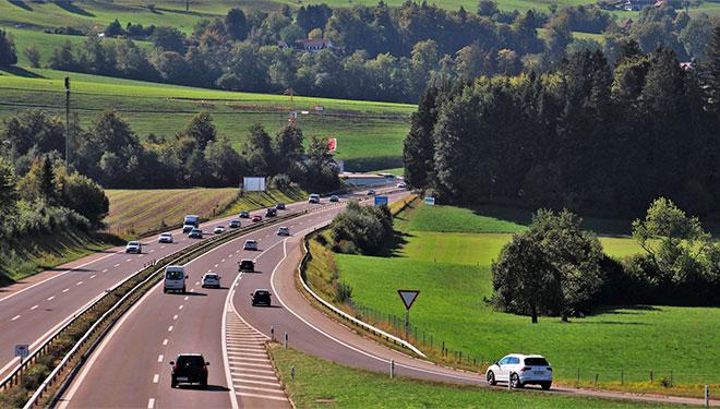 seguridad vial, adelantamiento, adelantar por la derecha