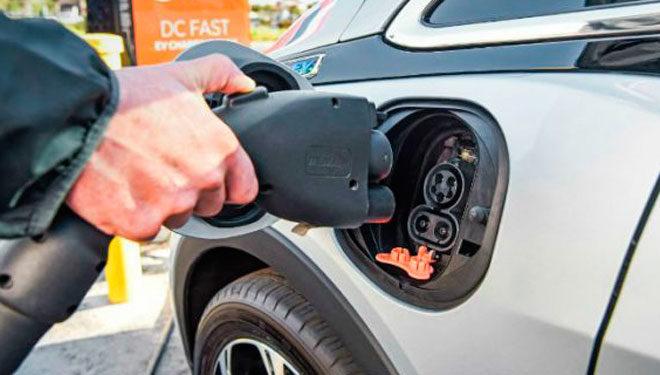 El paso a la movilidad eléctrica, una tarea pendiente para los conductores españoles